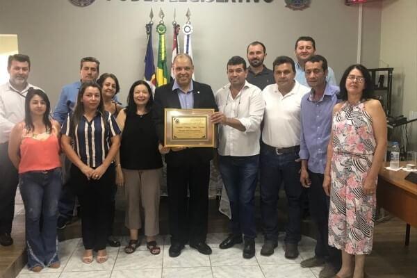Roberto Alves é homenageado em cidades paulistas