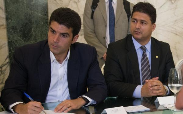 Roberto Sales participa da cerimônia para construção do novo terminal do Porto do Açu