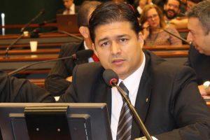 Roberto Sales exige medidas urgentes para restauração de estrada de acesso ao Comperj