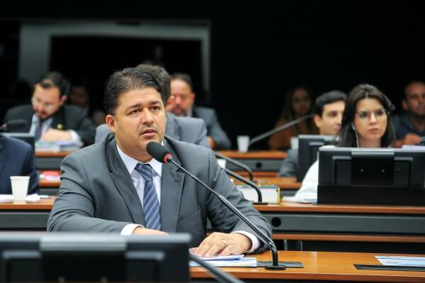 Roberto Sales propõe aumento da pena para crimes de discriminação e injúria racial