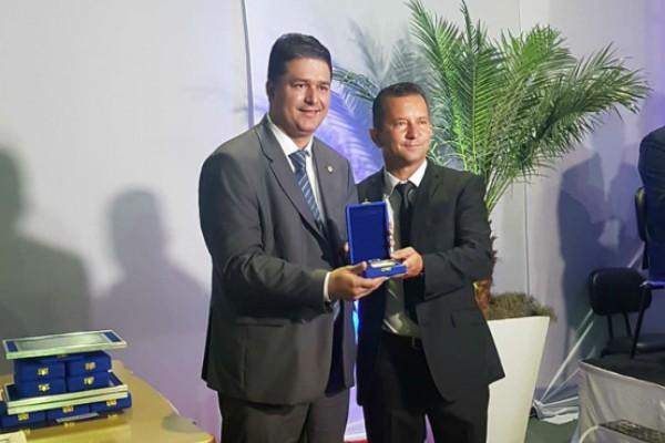 Roberto Sales é homenageado em Tanguá