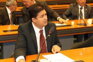 Roberto Sales quer impedir pesquisas do DNPM sem autorização prévia do dono da terra