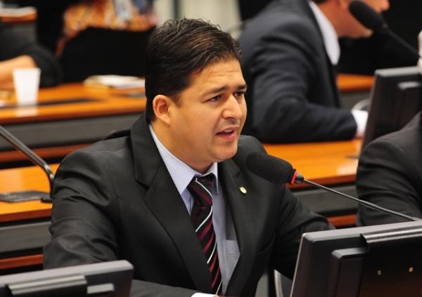 Roberto Sales defende atendimento veterinário gratuito para famílias carentes