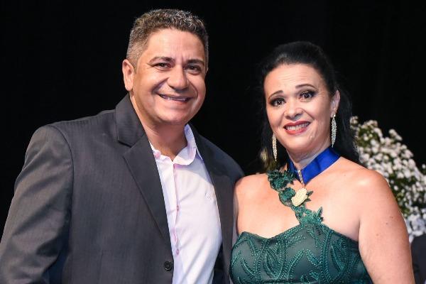 """Robson Magela homenageia fundadora do grupo """"Caridade Sem Fronteiras"""""""