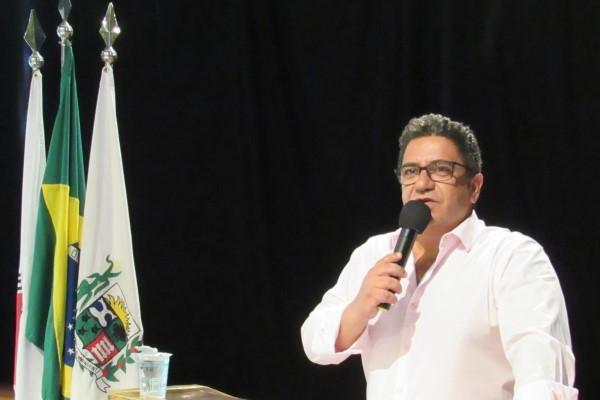 Robson Magela cobra manutenção da Estrada da Antinha e alerta sobre queimadas
