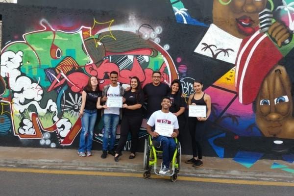 Robson Magela homenageia campeões de dança esportiva em cadeira de rodas