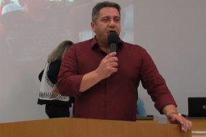 Servidores de Araxá (MG) vão à Câmara e recebem apoio de Robson Magela