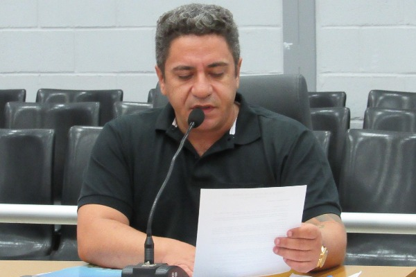 Robson Magela solicita Fórum Comunitário sobre demolição de escola em Araxá (MG)