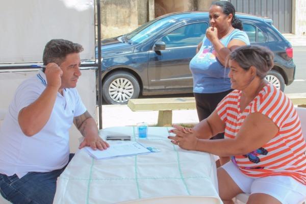 Robson Magela ouve reivindicações dos moradores do bairro São Geraldo em Araxá (MG)