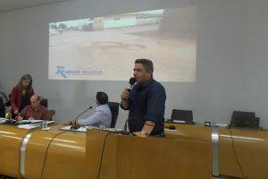 Robson Magela apresenta reivindicações recebidas no Gabinete Itinerante em Araxá (MG)