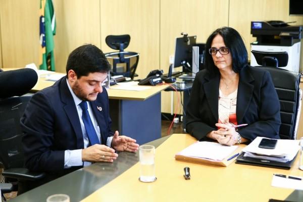 Delmasso pede ampliação de projeto que resgata vítimas de abuso à ministra Damares