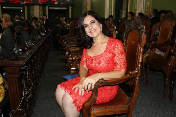 Vereadora Rogéria Santos toma posse em Salvador (BA)