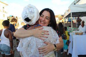 Rogéria Santos homenageia as baianas de acarajé em sessão da Câmara de Salvador