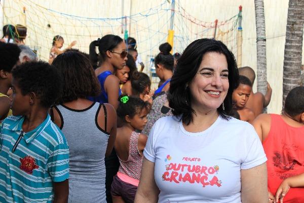 Ação liderada por Rogéria Santos leva diversão às crianças carentes de Salvador