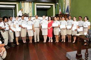 Rogéria Santos homenageia policias militares femininas em Salvador