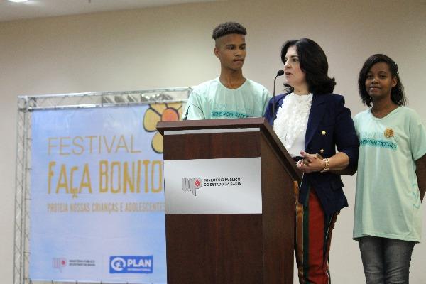 Rogéria Santos participa do lançamento de campanha contra a exploração sexual