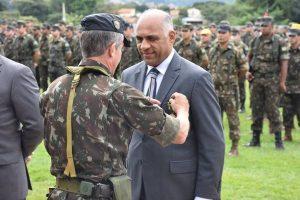 Vereador Rogério Cruz é homenageado com honraria do Exército Brasileiro