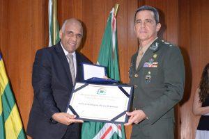 Rogério Cruz homenageia oficiais do Exército Brasileiro em Goiânia