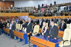 Rogério Cruz homenageia agentes penitenciários em Goiânia