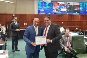 Rogério Cruz recebe Título de Cidadão Goiano