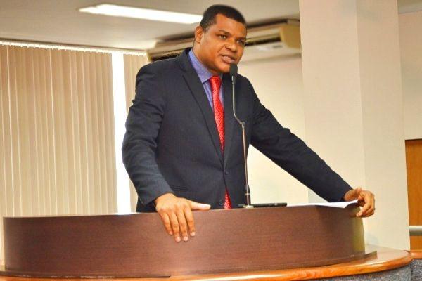 Rogério Santos reivindica a construção de creches em Palmas