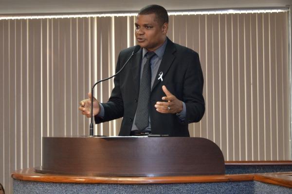 Rogério Santos pede a implantação de Wi-Fi em parque e praças de Palmas
