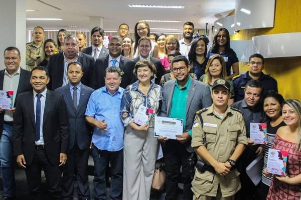 Rogério Santos realiza sessão em homenagem ao Dia da Juventude