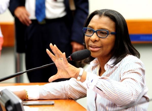 Rosangela Gomes apresenta projeto para tornar agressores de mulheres inelegíveis