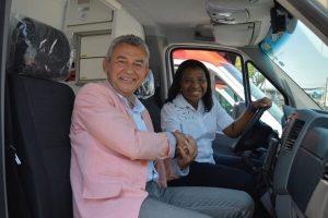 Rosangela Gomes entrega viaturas à população de São João de Meriti