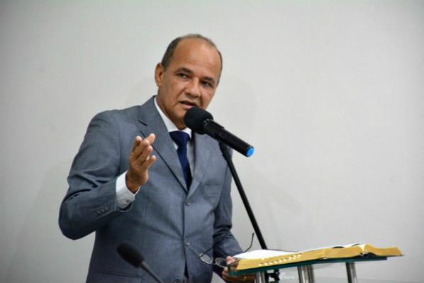 Rosano Taveira encaminha à Câmara reajuste do piso salarial dos professores