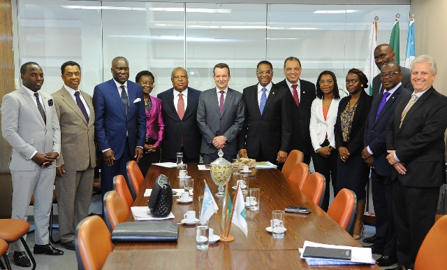 Russomanno recebe delegação angolana na Liderança do PRB