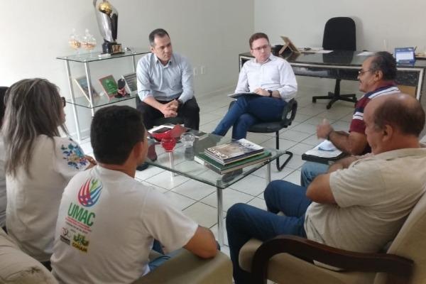 Prefeito de Patos (PB) recebe membros da UAC e ouve reivindicações