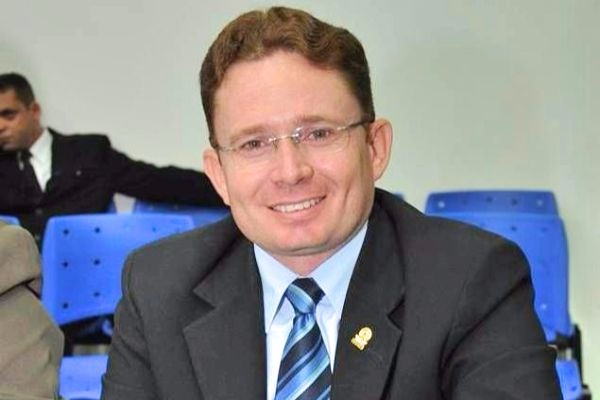 Vereador Sales Junior garante serviços de limpeza de bairro em Patos (PB)