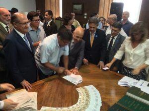 Sebastião Santos prestigia assinatura de convênios com recursos do FID em SP