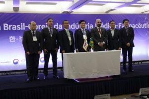 sebastiao-santos-prb-participa-de-assinatura-comercial-entre-brasil-coreia-foto-ascom-27-04-17-03