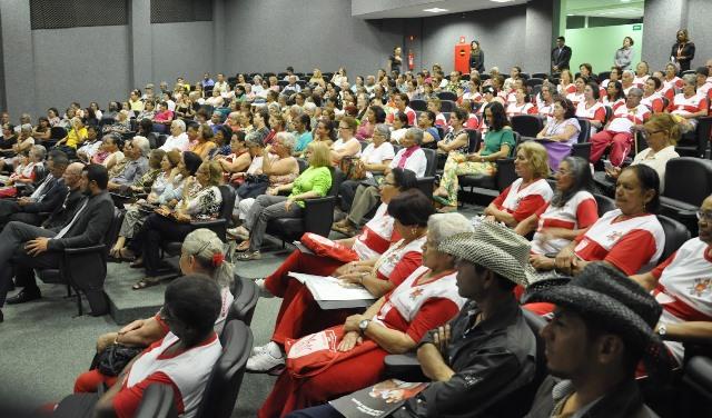 secretaria-lanca-cartilha-com-direitos-legais-dos-idosos-ricardo-quirino-prb-foto-ascomsei-02-10-14-03