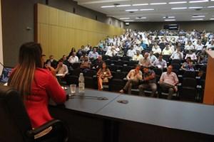 sefora-mota-palestrante-no-encontro-de-vereadores002-03-04-14