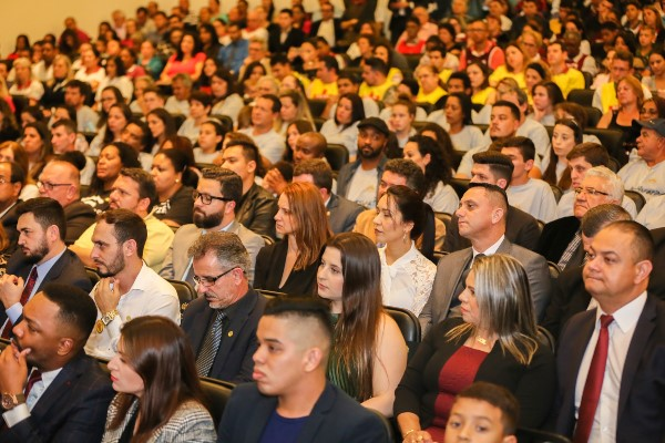 Sergio Motta homenageia grupos e líderes que prestam trabalho social em SC