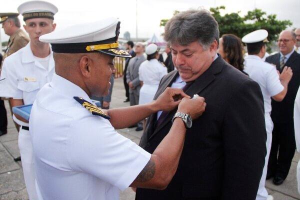 """Sergio Motta recebe medalha """"Amigo da Marinha"""""""