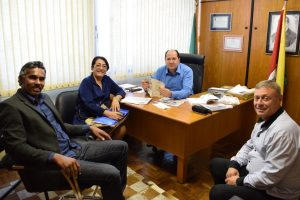 Sergio Peres recebe projeto de habitação sustentável para Pelotas