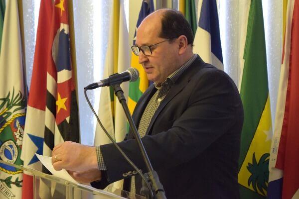Sergio Peres homenageia professores e mestres de Capoeira