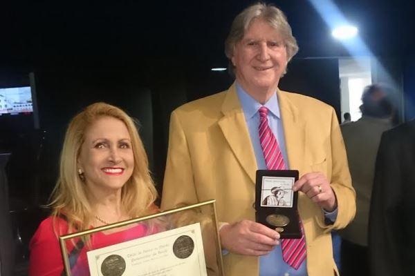 Sérgio Reis é homenageado como Prêmio Mérito Parlamentar da Saúde