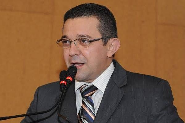 Sidelvan Nóbrega defende cardápio especial para estudantes com diabetes na Bahia