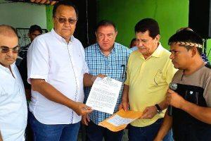 Silas Câmara se reúne com pescadores em Atalaia do Norte (AM)