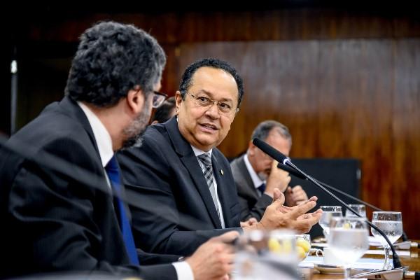 Silas Câmara debate política externa com ministro das Relações Exteriores