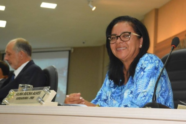Silva Alves pede implantação de horários e itinerários nos pontos de ônibus de Barreiras