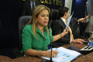 Silvania Barbosa propõe cassar alvará de postos que adulteram combustíveis em Maceió