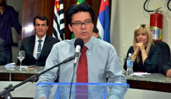Silvino Castro solicita que Eletropaulo retire poste quebrado em Ribeirão Pires