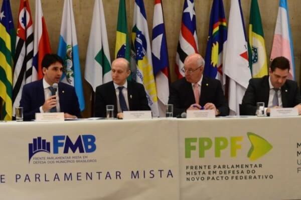 Na CNM, Silvio Costa Filho debate agenda municipalista para 2020