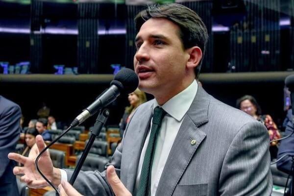 """""""É hora de buscar parcerias e ajudar Pernambuco"""", diz Silvio Costa Filho"""